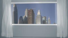 从窗口现代摩天大楼的看法在蓝天背景的城市 背景板材,色度关键录影背景 股票视频