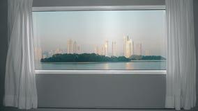 从窗口的看法到有摩天大楼和公园的大都会 背景板材,色度关键录影背景 股票视频