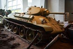 从第二次世界大战的一辆老苏联坦克 库存照片