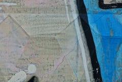 从篱芭的一个混凝土墙的零件的色的石背景 免版税库存照片