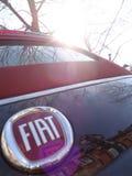 从红色的菲亚特500的细节黑和 库存图片