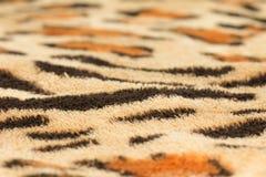 从织品老虎皮肤的背景 免版税图库摄影