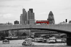 从维多利亚堤防看到的伦敦地平线 库存图片