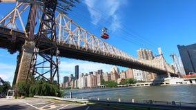 从罗斯福岛观看的皇后区大桥NYC -1 股票视频