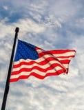 从美利坚合众国的挥动的旗子轰鸣声的看法  库存图片