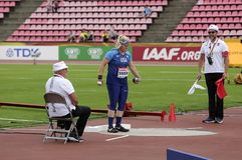 从美国的林赛面包师的铅球最后在国际田联世界U20冠军在坦佩雷,芬兰  库存图片