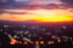 从美好的日落的抽象bokeh在宋卡泰国 都市风景在晚上 免版税图库摄影