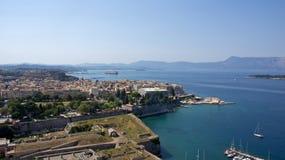 从老堡垒的科孚岛镇在希腊 免版税库存照片