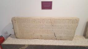 从考古学博物馆的严重石头 图库摄影