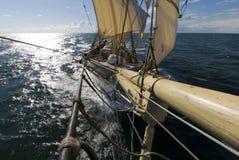 从船首斜桅的Sailingship视图 免版税图库摄影