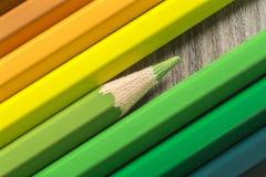 从色的铅笔的抽象背景,关闭  图库摄影