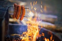 从营火的香肠 库存照片