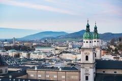 从萨尔茨堡堡垒的全景日落的奥地利 库存照片