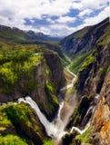 从著名Voringsfossen瀑布的Mabodalen的顶端看法,在霍达兰,挪威 免版税库存照片