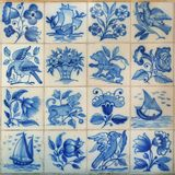 从葡萄牙的16个蓝色traditionnal瓦片 库存图片