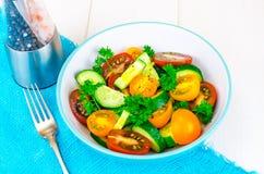 从蕃茄和黄瓜的饮食沙拉 图库摄影