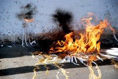 从蜡烛的火在街道 库存照片