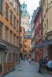 从街道的看法在Gamla斯坦,斯德哥尔摩老镇  免版税图库摄影