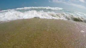 从西班牙海滩的慢动作英尺长度 影视素材