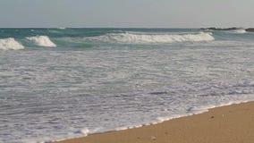 从西班牙海滩的慢动作英尺长度 股票视频