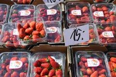 从西班牙进口的草莓 免版税库存图片