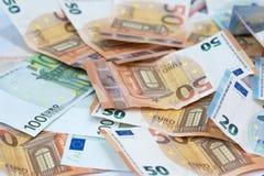 从许多欧洲钞票的欧洲金钱背景在另外valu 免版税库存图片
