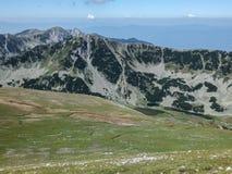 从路线的全景到攀登对Pirin山,保加利亚的一个Vihren峰顶 库存照片