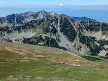 从路线的全景到攀登对Pirin山,保加利亚的一个Vihren峰顶 免版税图库摄影