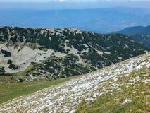 从路线的全景到攀登对Pirin山,保加利亚的一个Vihren峰顶 库存图片