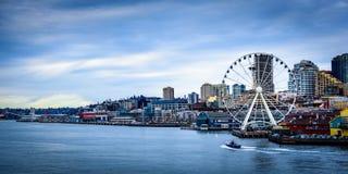 从轮渡的西雅图弗累斯大转轮 免版税库存照片