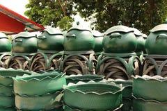 从轮胎的被回收的容器 免版税库存照片