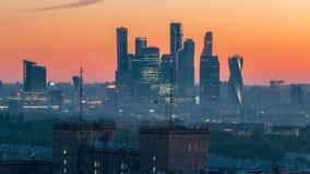 从都市风景夜上面的看法对天timelapse,居民住房,公园区域,小组的莫斯科市摩天大楼 股票录像