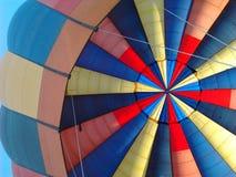 从里边五颜六色的热空气气球 免版税库存图片