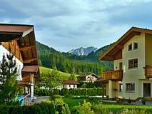 从镇StMartin的奥地利阿尔卑斯看法 库存图片