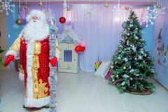 从阿塞拜疆的俄语圣诞老人 美好的圣诞节例证结构树向量 圣诞节装饰生态学木 免版税库存照片