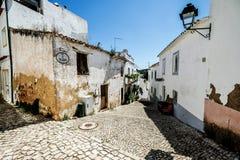 从阿尔布费拉葡萄牙的街道视图 免版税库存照片