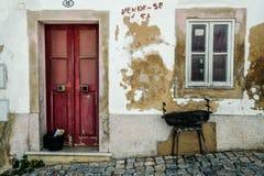 从阿尔布费拉葡萄牙的街道视图 免版税库存图片
