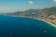 从阿拉尼亚城堡的令人惊讶的帕特拉海滩视图在安塔利亚,土耳其 免版税库存照片