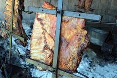从阿根廷传统bbq的传统阿根廷asado烤肉从阿根廷巴西巴拉圭乌拉圭和辣椒 免版税库存图片