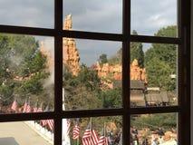 从雷山的马克・吐温窗口的迪斯尼乐园视图  免版税库存图片