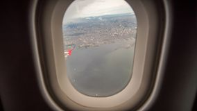 从飞机的窗口的看法对市的马尼拉 菲律宾 库存照片