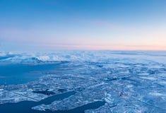 从飞机窗口的日落天空 免版税图库摄影