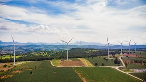 从飞行寄生虫风轮机的鸟瞰图天 库存照片