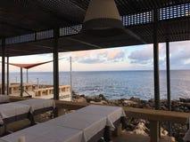 从餐馆的大西洋视图 库存照片