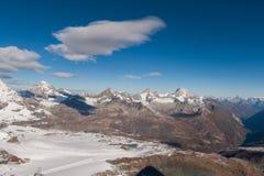 从马塔角冰川天堂的惊人的全景向策马特,阿尔卑斯 免版税库存照片