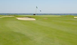 从高尔夫球场看见的海运 库存照片