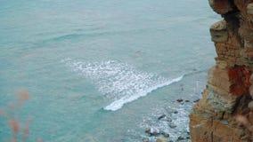 从高岩石看,在海 股票视频