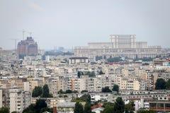 从高峰看见的布加勒斯特,与议会宫殿  免版税库存照片