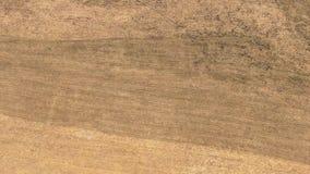 从高度的空的春天领域飞行 免版税库存图片