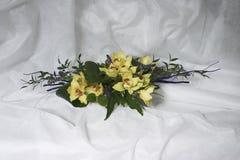从黄色兰花的花束 免版税图库摄影